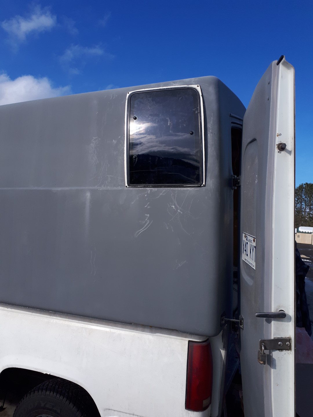 Photo de Camion Camper - Pose des fenetres